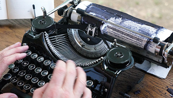Tim_Youd_hands_typing